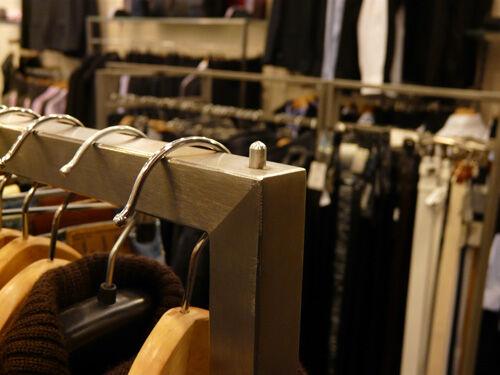 Mért tartják a boltosok a minimal vagy high-end üzletberendezést jó ötletnek?